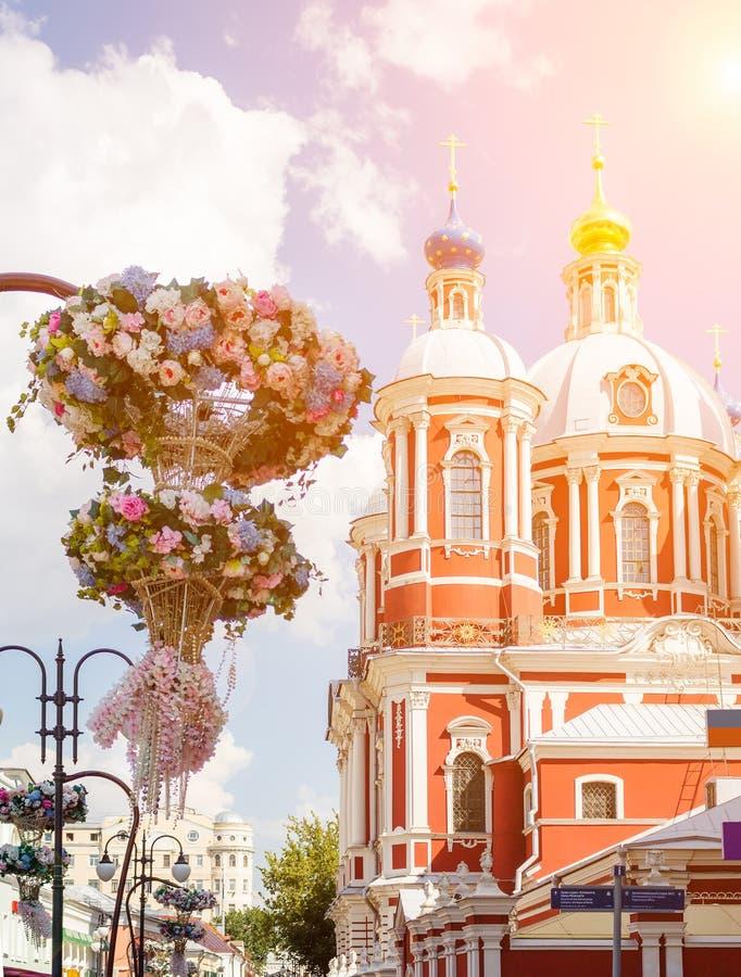 De kerk van Heilige Mild van Rome in Moskou stock afbeelding