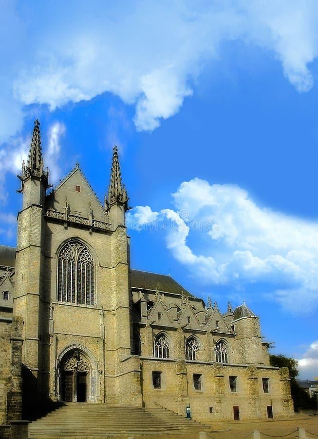 De kerk van heilige Waltrude in Mons, België stock foto's