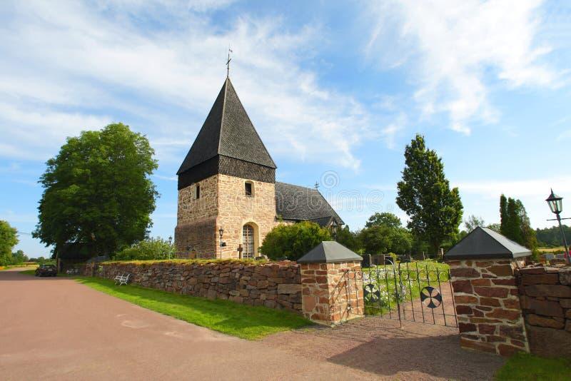 De kerk van het land met houten dakspaandak in Eilanden Aland. stock afbeeldingen