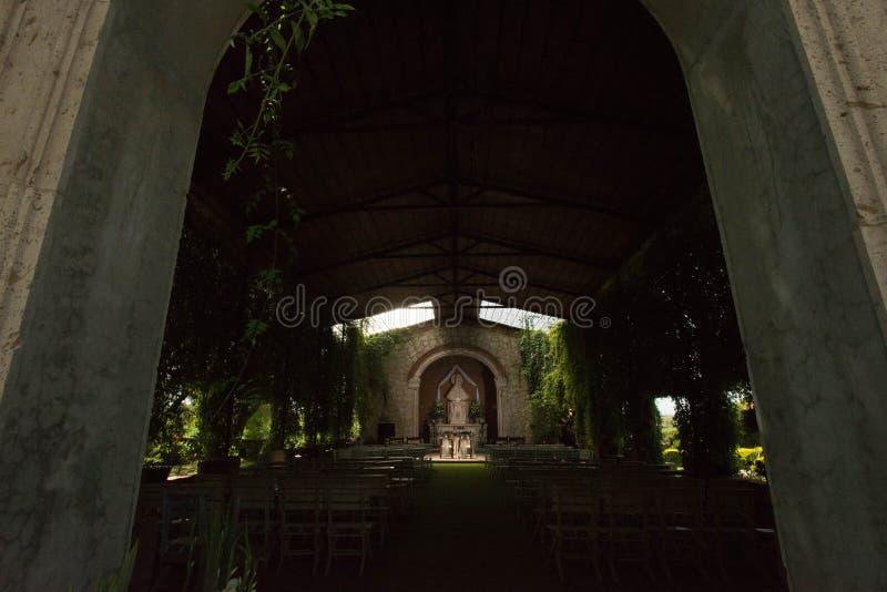 De kerk van het tuinhuwelijk in Mexicaanse hacienda, weinig oudoorkapel stock foto