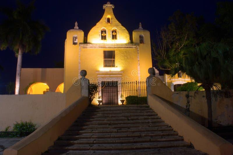 De Kerk van La Ermita bij Nacht in Merida, Mexico stock afbeelding