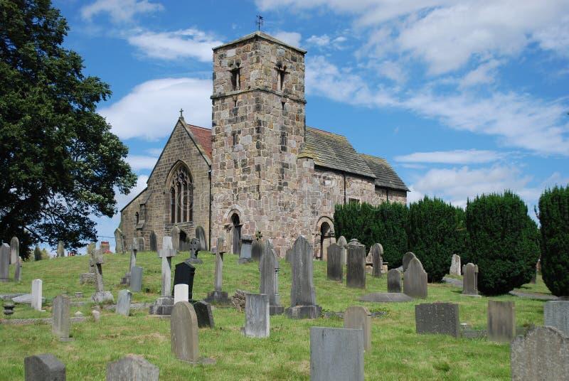 De kerk van de landschapsfotografie en ernstige yard royalty-vrije stock afbeelding
