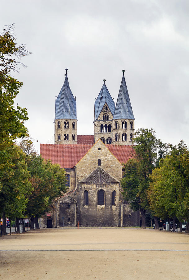 De Kerk van Onze Dame in Halberstadt, Duitsland stock afbeeldingen