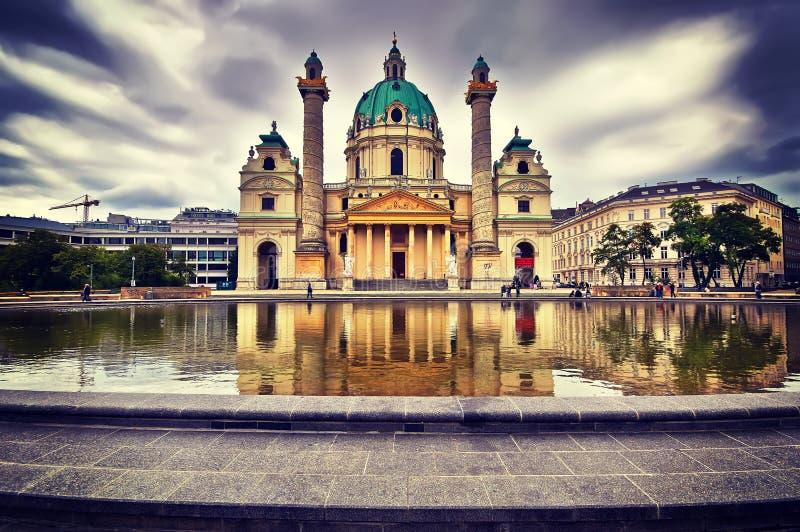 De Kerk van panoramacharles ` s, Karlskirche in Wenen, Oostenrijk stock foto's