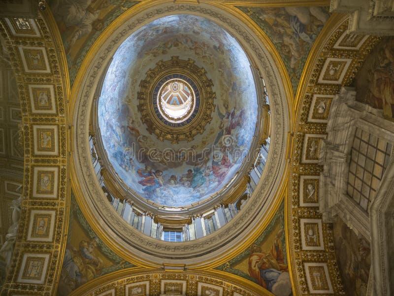 De kerk van Rome, plafond van de Basiliek het beroemde decoratie royalty-vrije stock fotografie