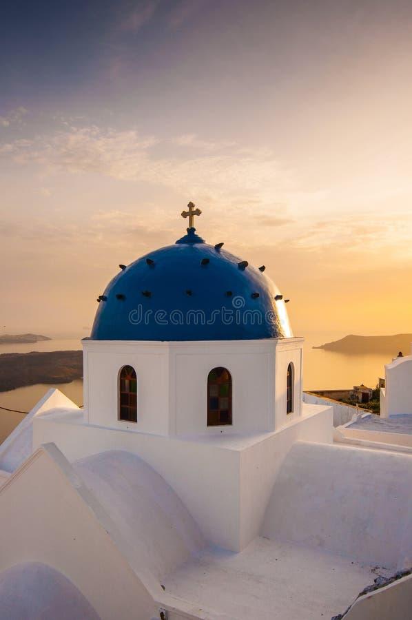 De kerk van Santorini stock afbeeldingen