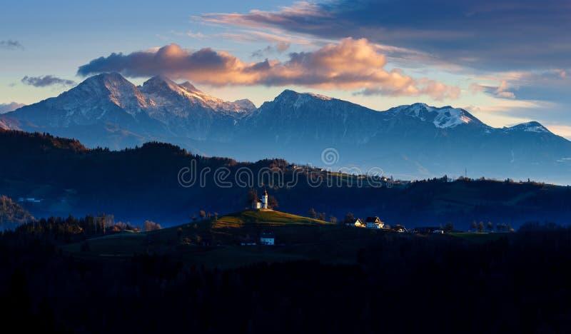 De kerk van St Thomas bij zonsopgang, Slovenië royalty-vrije stock foto's