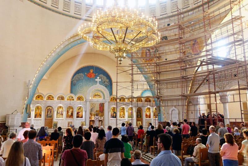 De kerkdienst, Orthodoxe Verrijzeniskathedraal, Tirana, Albanië royalty-vrije stock foto