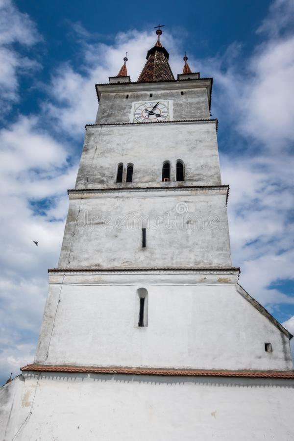 De kerktoren van Harman Fortified Church, Transsylvanië, Roemenië stock afbeeldingen