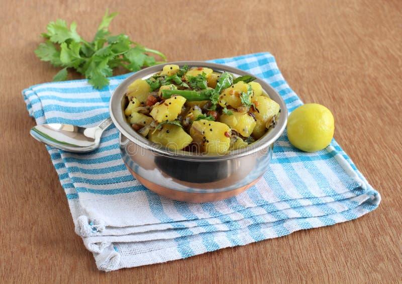 De Kerrie Indisch Vegetarisch Bijgerecht van de aardappelui stock foto