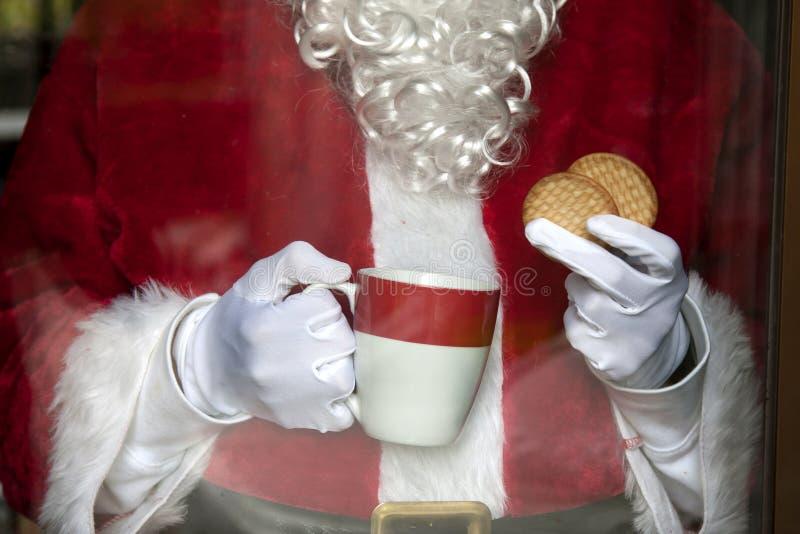 De Kerstman die koffie hebben stock afbeeldingen