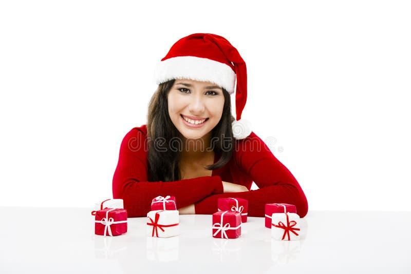 De kerstman maakt een presentatie royalty-vrije stock foto's