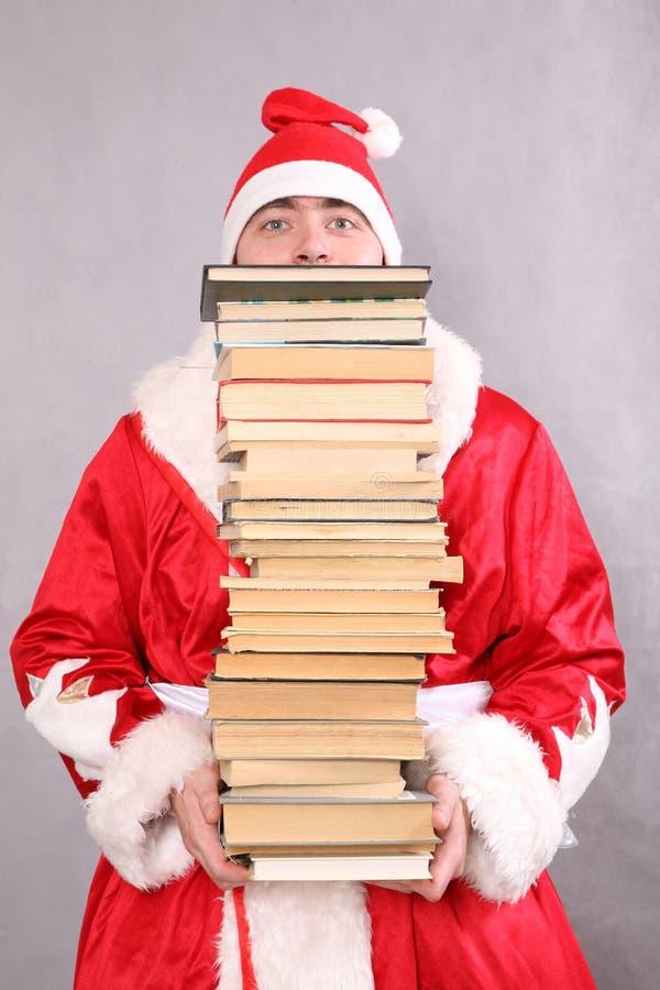 De Kerstman met heel wat boeken royalty-vrije stock afbeeldingen