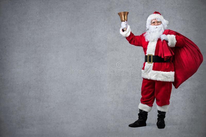 De Kerstman met zak van giften royalty-vrije stock afbeeldingen