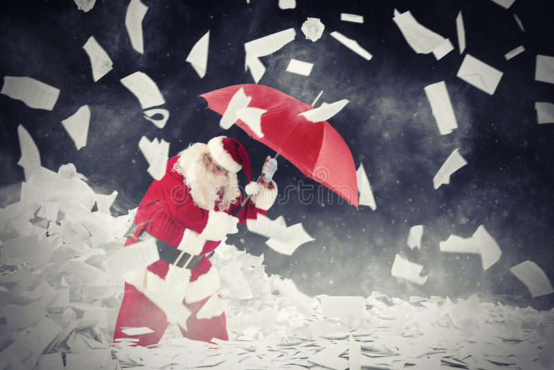 De Kerstman versus gevraagde brievengiften het 3d teruggeven royalty-vrije stock foto's