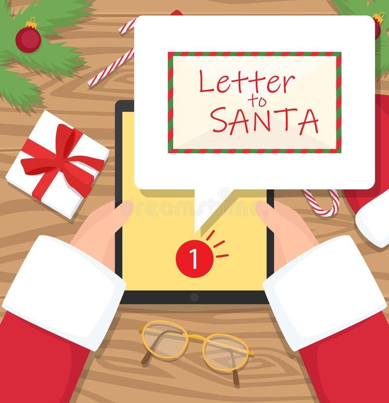 De Kerstman zit bij zijn werkplaatsbureau en ontvangt één bericht op zijn tablet royalty-vrije stock foto's