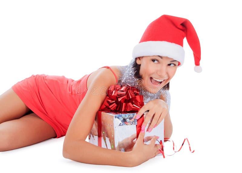 De kerstmanvrouw ligt met giftdoos over wit stock foto's