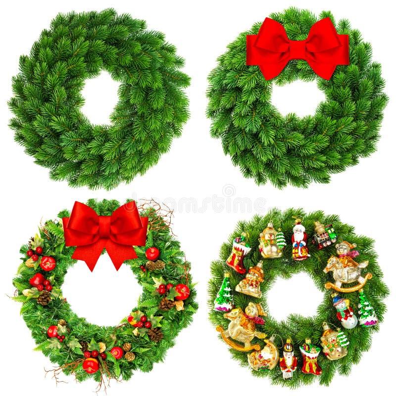 De Kerstmiskroon undecorated en verfraaide met ornamenten stock fotografie