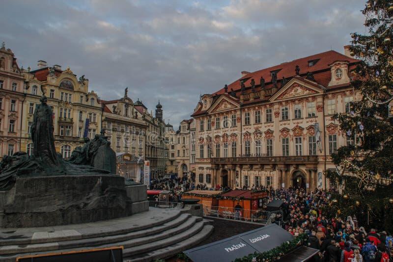 De Kerstmismarkt in Praag De Viering van Kerstmis stock afbeelding