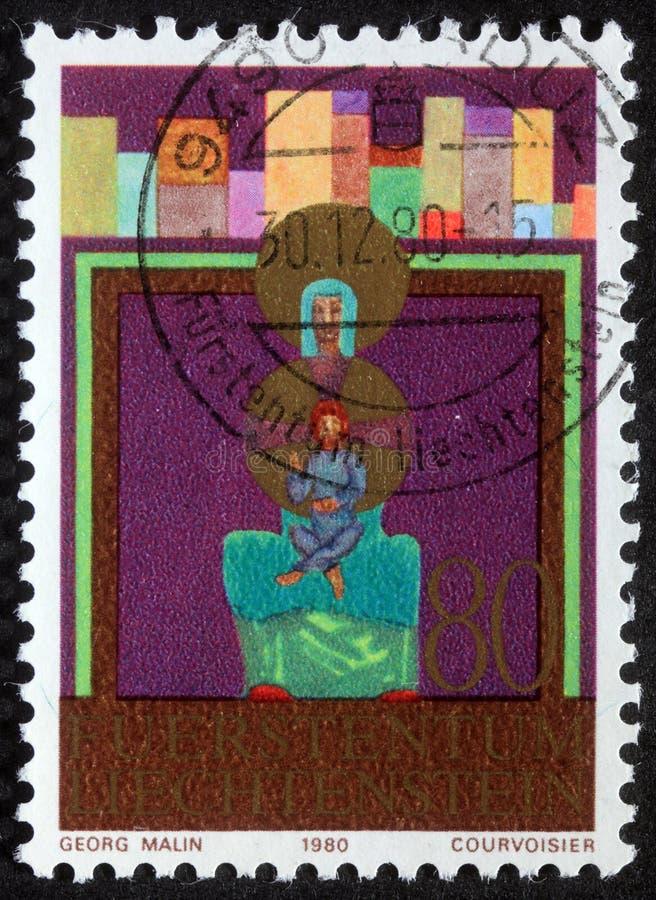 De Kerstmiszegel in Liechtenstein wordt gedrukt toont Madonna en Kind dat royalty-vrije stock afbeeldingen