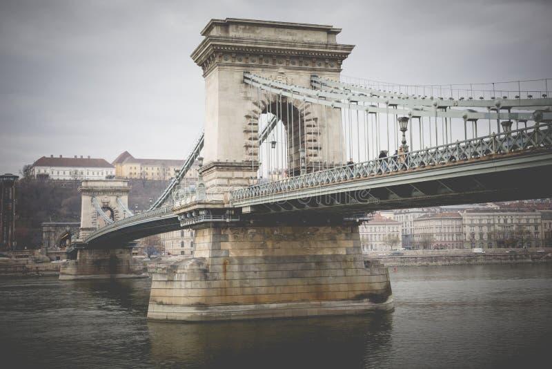 De kettingsbrug is het wezenlijke symbool aan Boedapest, één van Th stock afbeeldingen