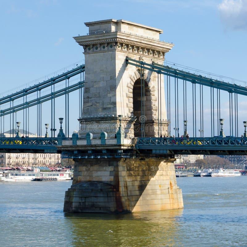 De kettingsbrug is het wezenlijke symbool aan Boedapest, Hongarije stock afbeelding