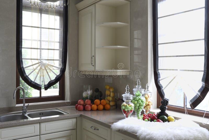 De keuken van twee Vensters royalty-vrije stock fotografie
