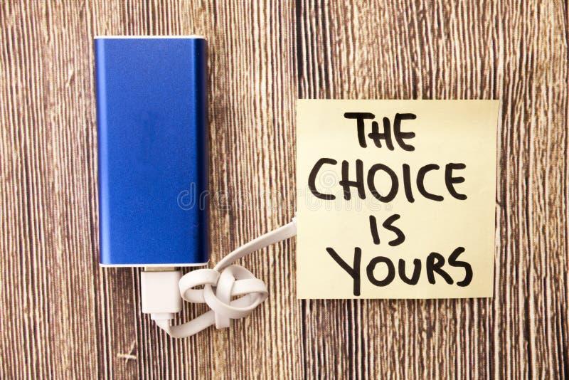 De keuzen zijn moeilijk te maken Wij kiezen een binnen - tussen onze opties Het besluit moet na het analyseren van situatie worde stock afbeelding