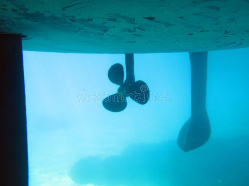 De kiel en de propeller van de boot stock foto