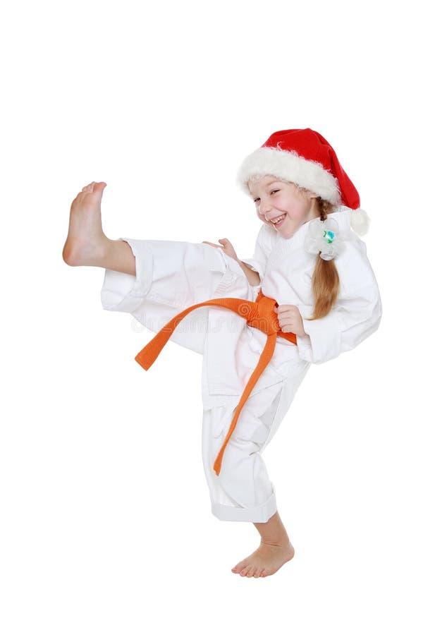 In de kimono en GLB Santa Claus slaat het meisje een schopbeen stock afbeeldingen