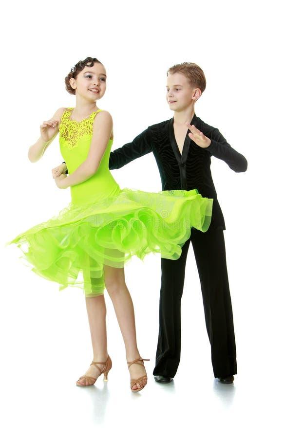 De kinderen concurreren in het dansen royalty-vrije stock afbeeldingen