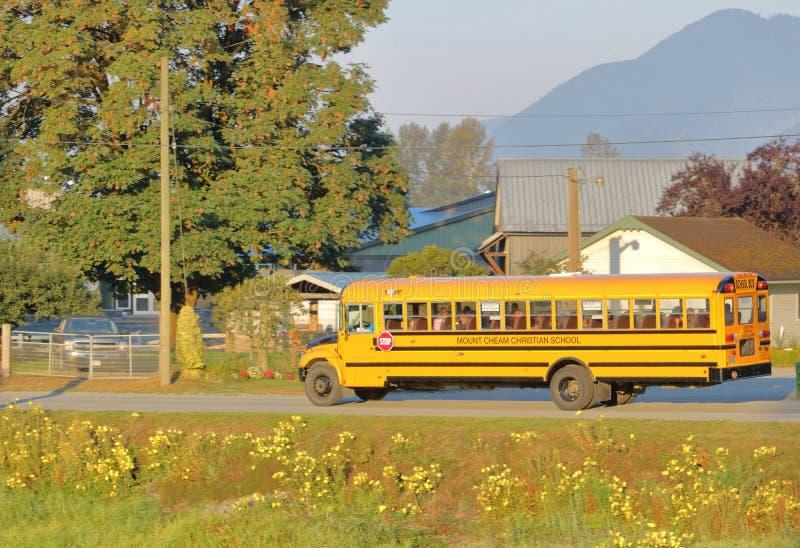 De kinderen op Canadese School vervoeren per bus royalty-vrije stock fotografie