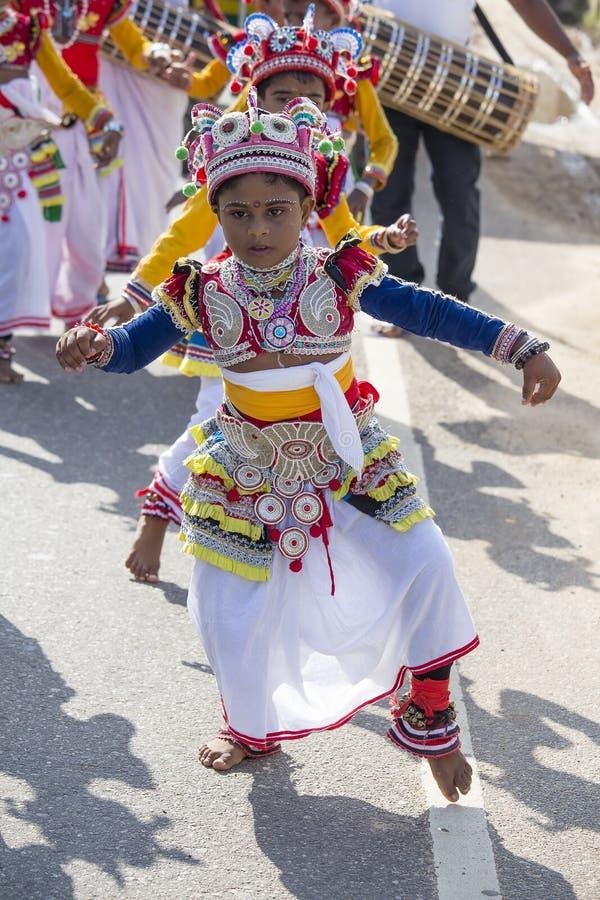 De kinderen van Srilankan betrokken bij het Katina-festival Mirissa, Sri Lanka stock fotografie