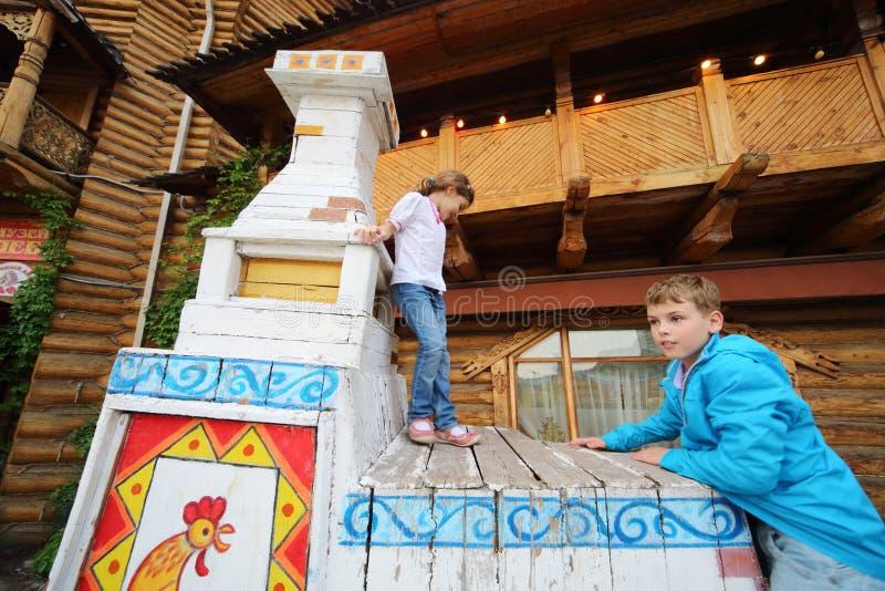 De kinderen in vermaak centreren het Kremlin royalty-vrije stock afbeeldingen