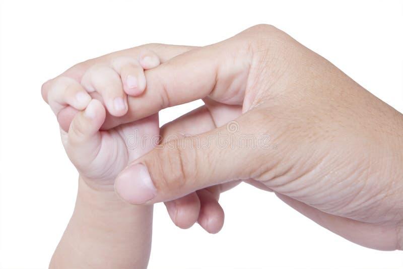 De kindhand houdt vadervinger stock fotografie