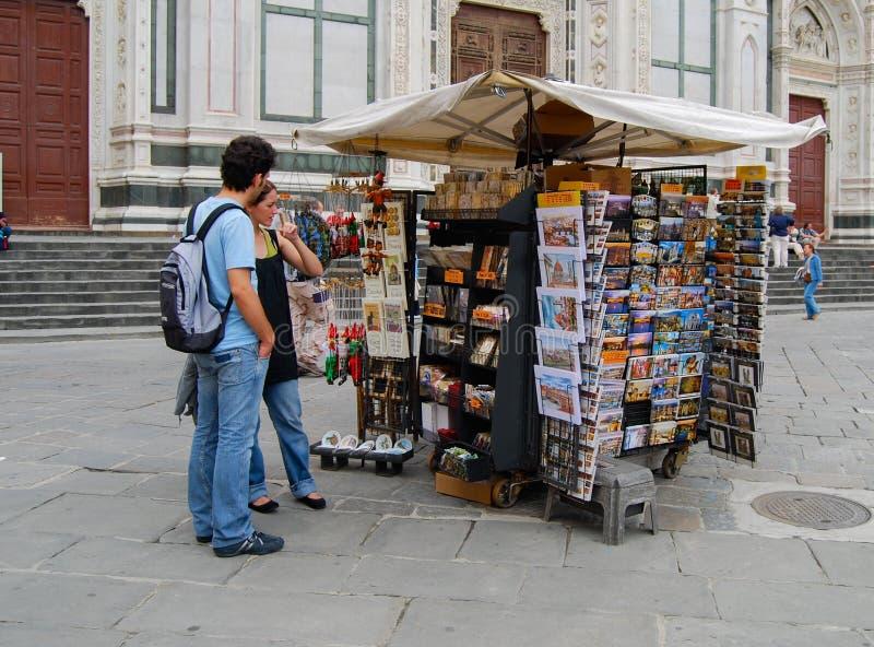 De kiosk van Venetië met de kranten van kaartentijdschriften royalty-vrije stock afbeelding