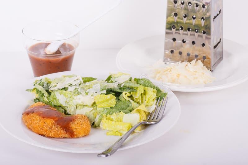 Download De Kip Van De Barbecue En Salade Caesar Stock Foto - Afbeelding bestaande uit romano, gebraden: 29501676
