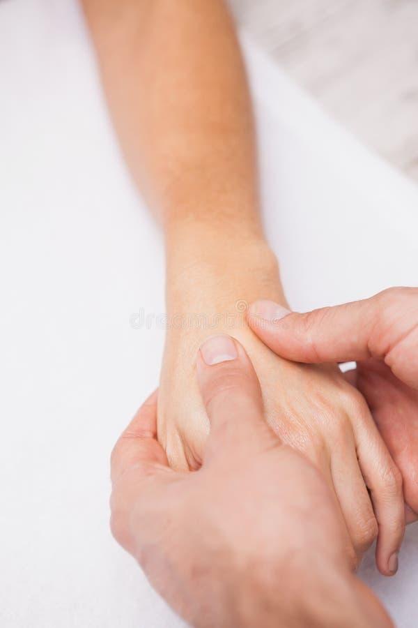 De klantenhand van de manicurewas royalty-vrije stock afbeeldingen