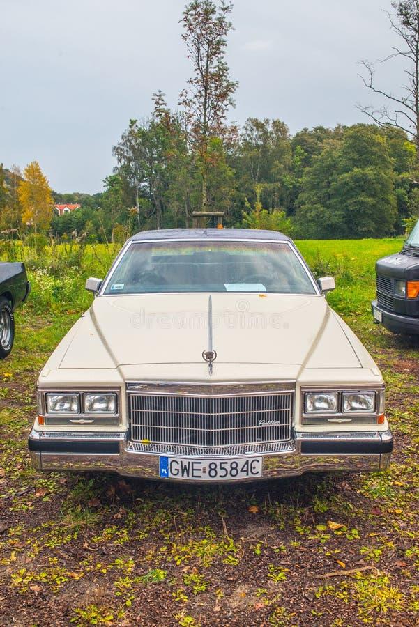 De klassieke Amerikaanse het vooraanzichtauto van autocadillac toont stock fotografie