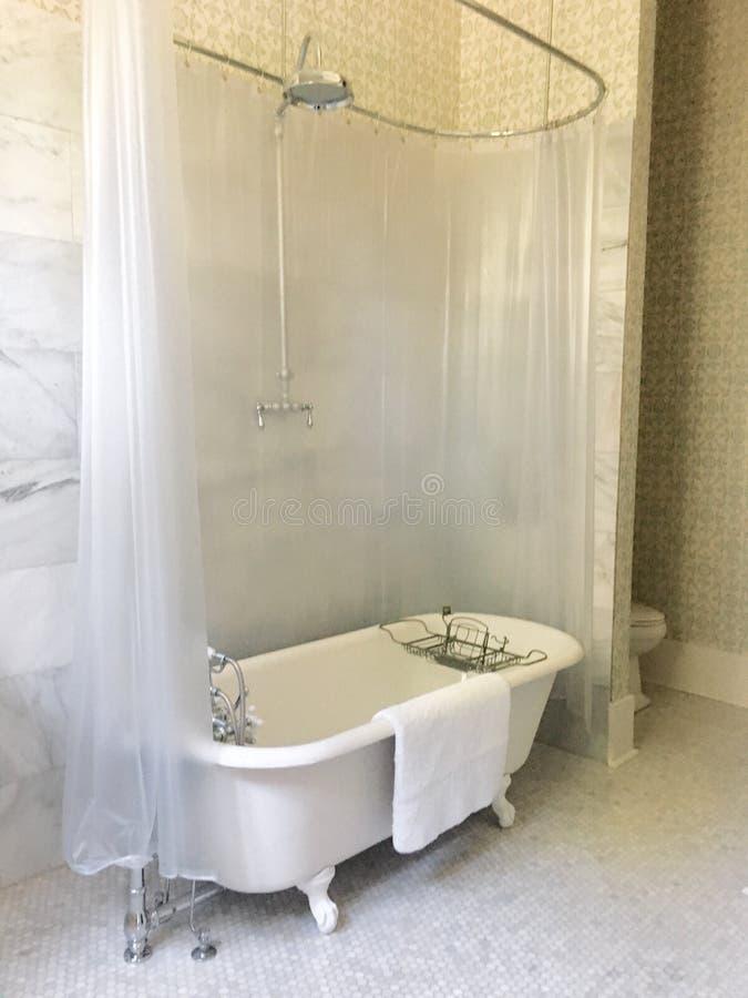 De klassieke badkamers van de klauwvoet royalty-vrije stock foto