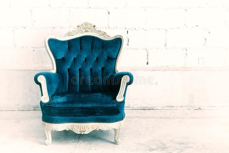De klassieke bank van de stijlleunstoel royalty-vrije stock foto