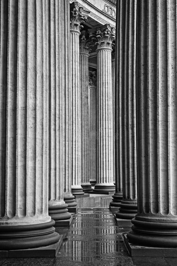De klassieke colonnade van de Kazan Kathedraal stock afbeelding