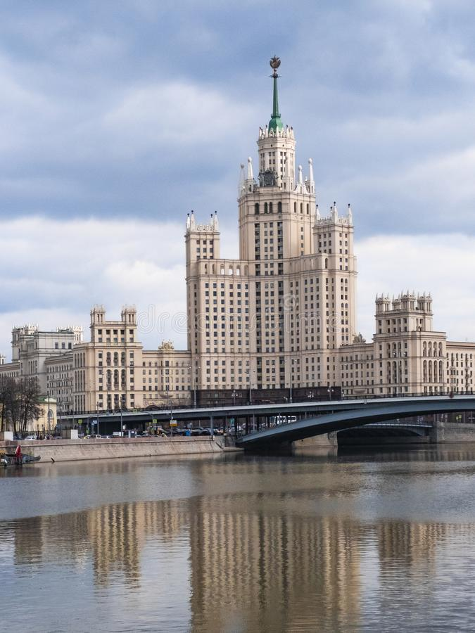 De klassieke historische Sovjetwolkenkrabber van de USSR in het centrum van Moskou, Rusland royalty-vrije stock foto's