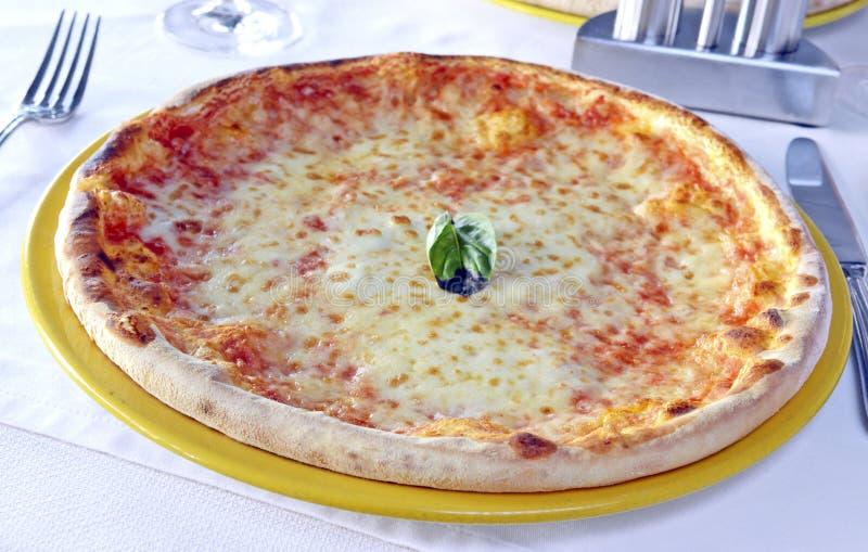 De klassieke pizza van Margarita stock afbeelding