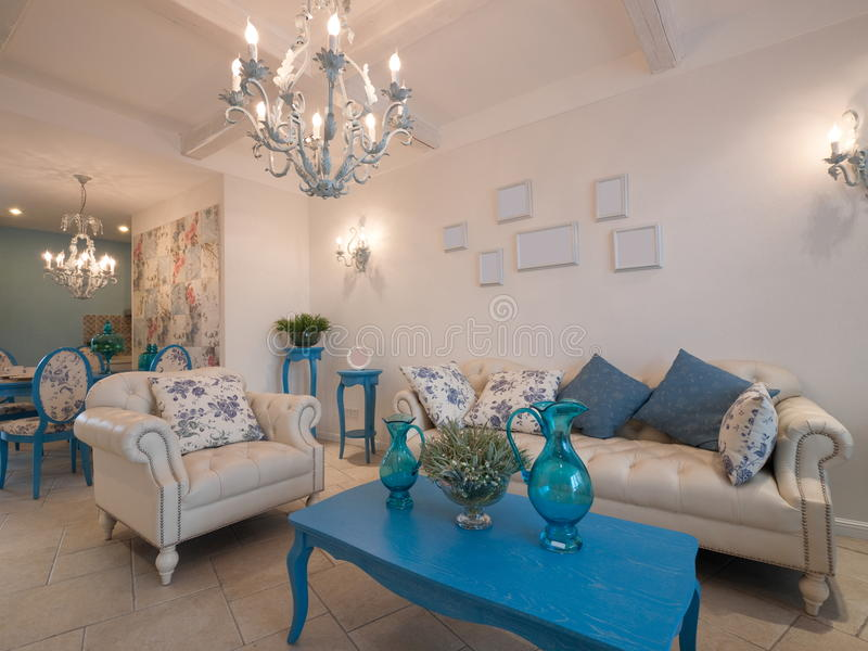 De klassieke woonkamer van de luxe royalty-vrije stock foto