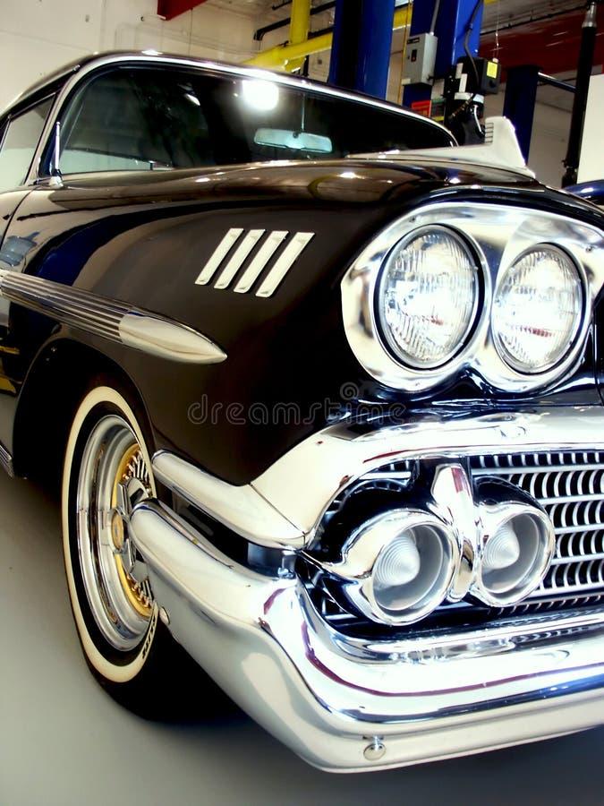 De klassieke Zwarte Amerikaanse Auto van jaren '50 stock fotografie
