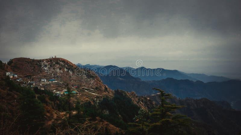 De klatergoudstad van Dhanaulti royalty-vrije stock foto