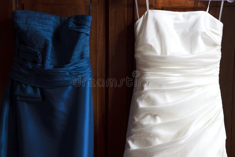 De Kleding van de bruid en van het Bruidsmeisje stock afbeelding