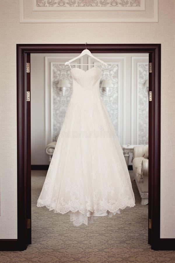 De kleding van het bruid` s huwelijk stock foto