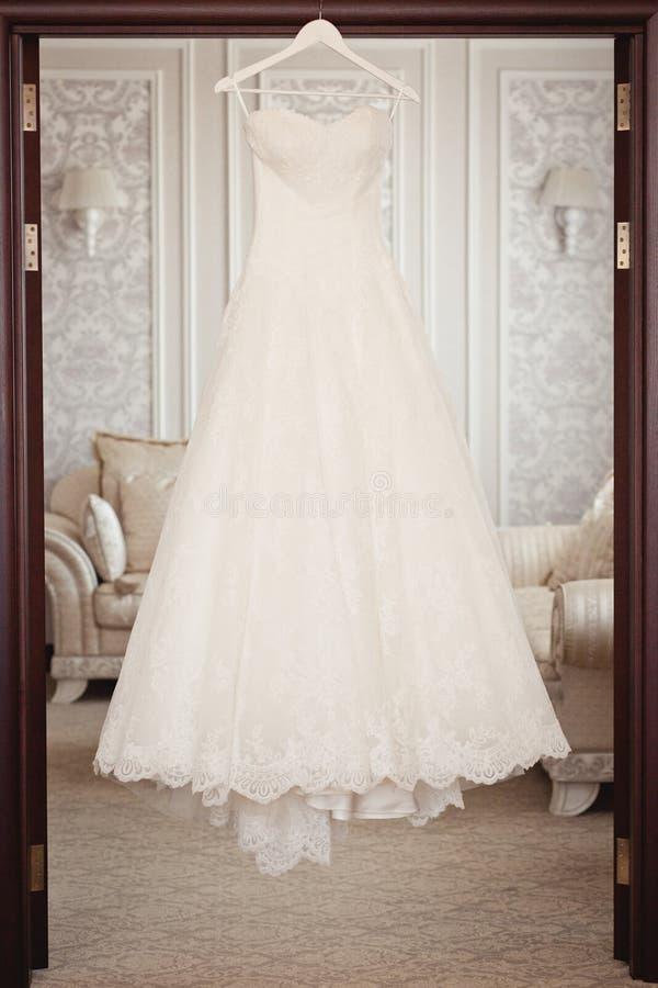 De kleding van het bruid` s huwelijk stock afbeelding